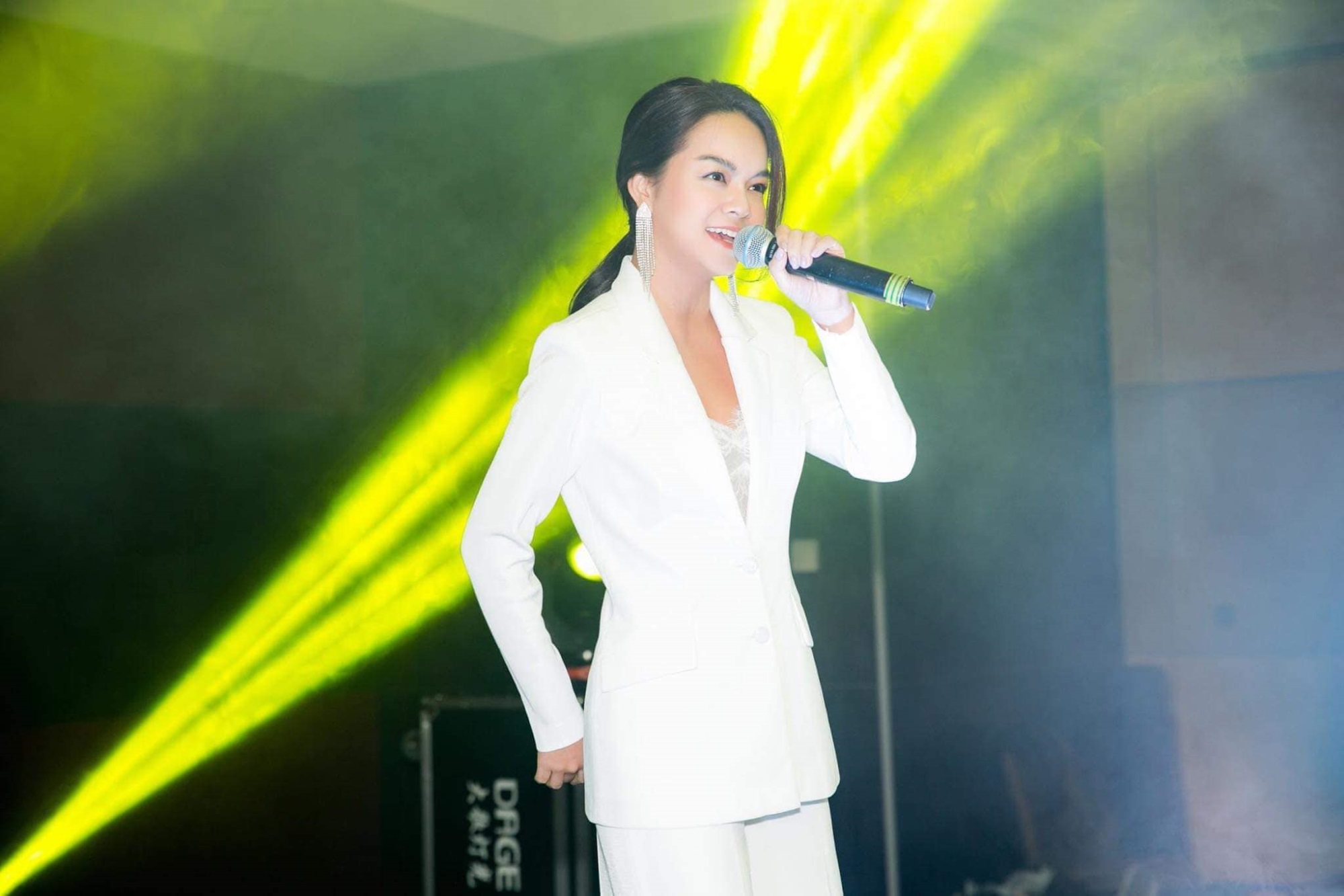 ca si pham quynh anh 4