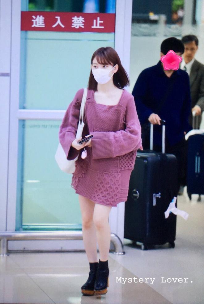 Lột xác từ style Nhật 'thắm thơm' sang style Hàn cá tính, Sakura (IZ*ONE) khiến netizen phải trầm trồ không ngớt - Ảnh 1