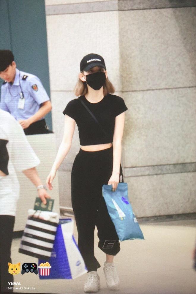 Lột xác từ style Nhật 'thắm thơm' sang style Hàn cá tính, Sakura (IZ*ONE) khiến netizen phải trầm trồ không ngớt - Ảnh 10