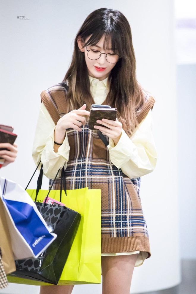 Lột xác từ style Nhật 'thắm thơm' sang style Hàn cá tính, Sakura (IZ*ONE) khiến netizen phải trầm trồ không ngớt - Ảnh 13