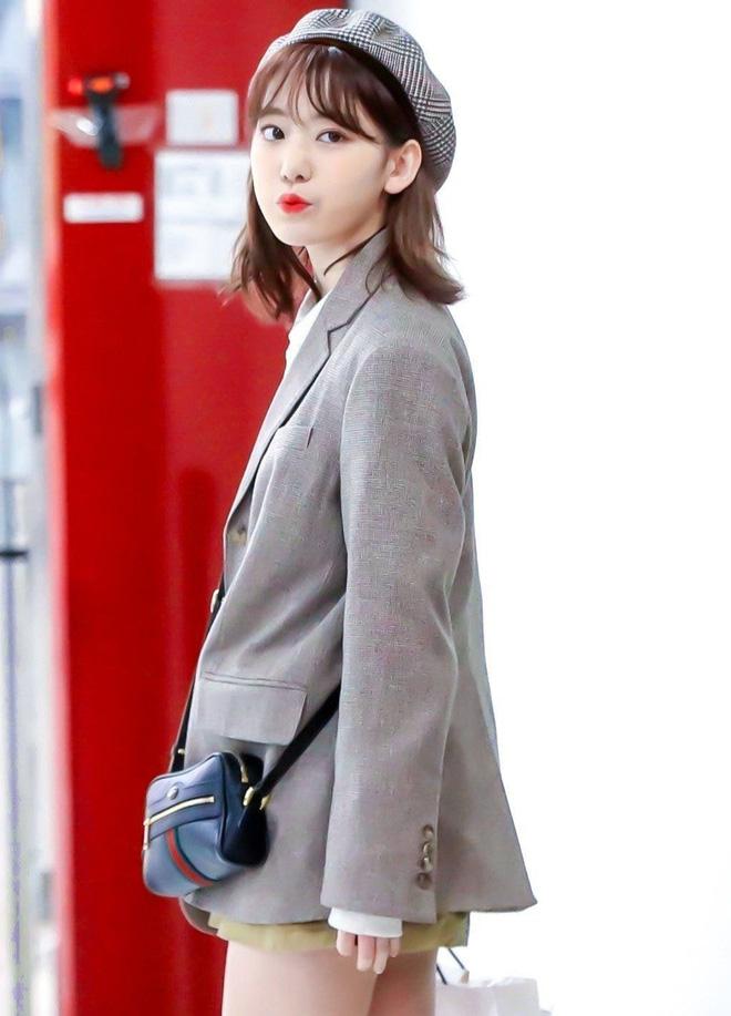 Lột xác từ style Nhật 'thắm thơm' sang style Hàn cá tính, Sakura (IZ*ONE) khiến netizen phải trầm trồ không ngớt - Ảnh 15