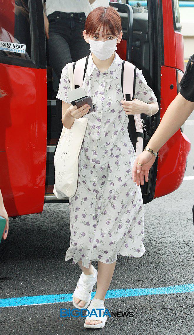 Lột xác từ style Nhật 'thắm thơm' sang style Hàn cá tính, Sakura (IZ*ONE) khiến netizen phải trầm trồ không ngớt - Ảnh 4