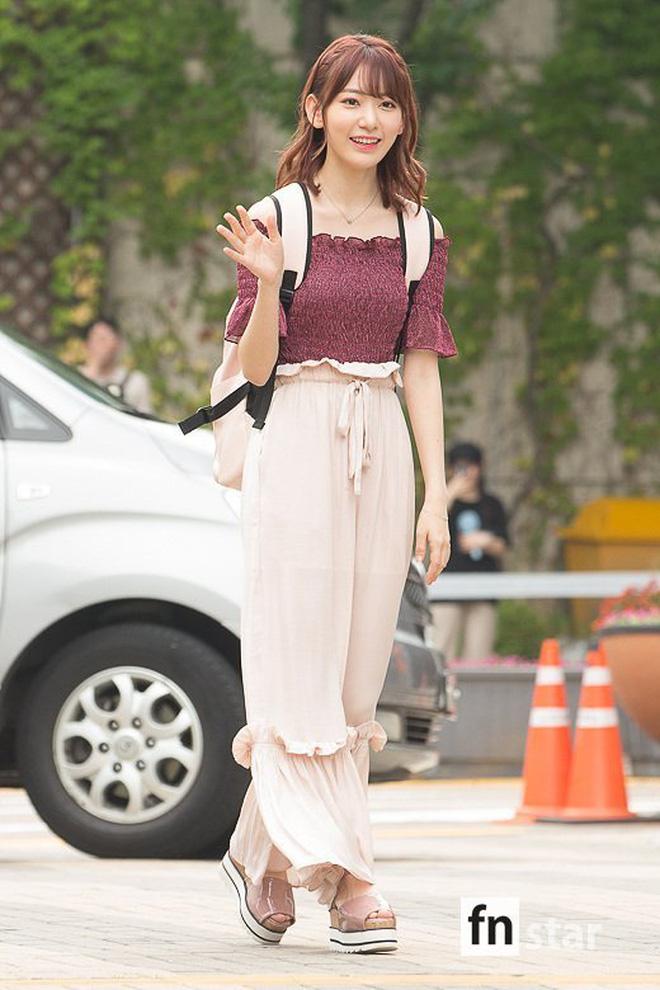 Lột xác từ style Nhật 'thắm thơm' sang style Hàn cá tính, Sakura (IZ*ONE) khiến netizen phải trầm trồ không ngớt - Ảnh 5
