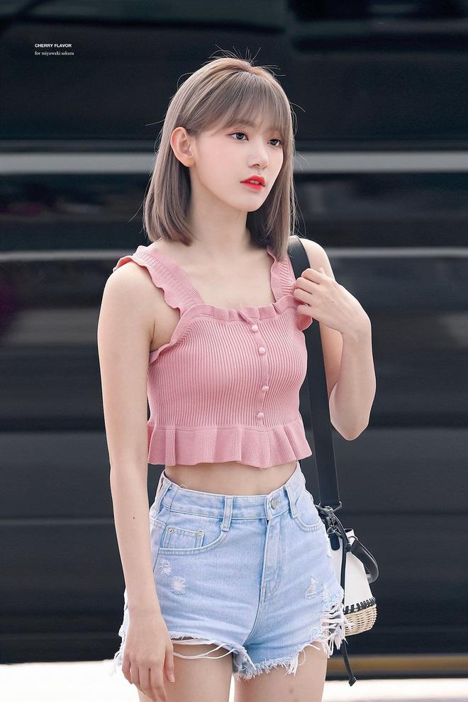 Lột xác từ style Nhật 'thắm thơm' sang style Hàn cá tính, Sakura (IZ*ONE) khiến netizen phải trầm trồ không ngớt - Ảnh 8