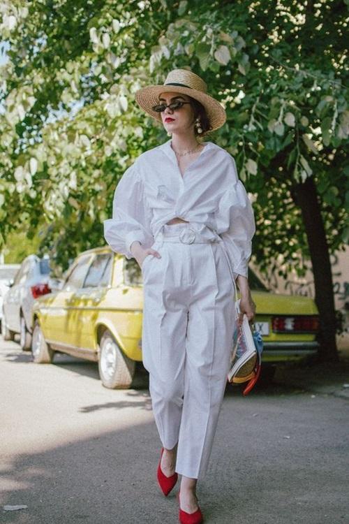 Quy tắc thanh lịch dành cho nữ công sở mê quần trắng - Ảnh 1