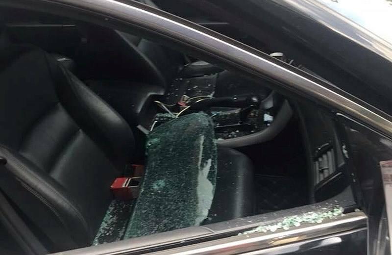 Xe đỗ gần chợ bị trộm đập vỡ kính, nẫng 290 triệu đồng - Ảnh 1