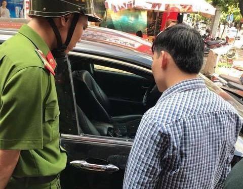 Xe đỗ gần chợ bị trộm đập vỡ kính, nẫng 290 triệu đồng - Ảnh 2