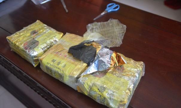 Bắt gọn đối tượng vận chuyển 3kg ma túy để lấy 30 triệu đồng tiền công - Ảnh 2