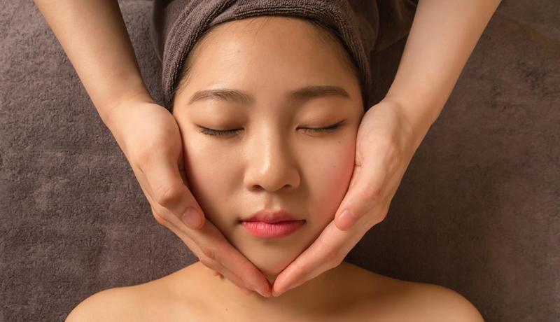 Bật mí 5 cách giảm mỡ mặt để sở hữu khuôn mặt V-line - Ảnh 1