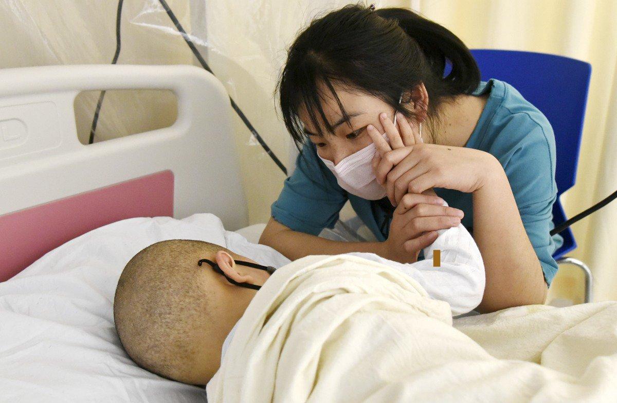 Con 5 tuổi mắc bệnh bạch cầu, mẹ choáng váng khi nguyên nhân đến từ tấm sàn gỗ - Ảnh 1