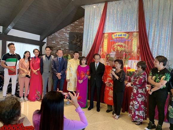 Minh Luân mang di ảnh cố nghệ sĩ Anh Vũ dự lễ giỗ tổ sân khấu ở Mỹ - Ảnh 3