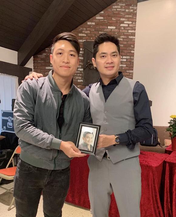 Minh Luân mang di ảnh cố nghệ sĩ Anh Vũ dự lễ giỗ tổ sân khấu ở Mỹ - Ảnh 9