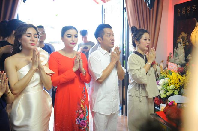 Minh Nhí, Thanh Bạch đến dâng hương Tổ nghề ở nhà Thúy Nga - Ảnh 1