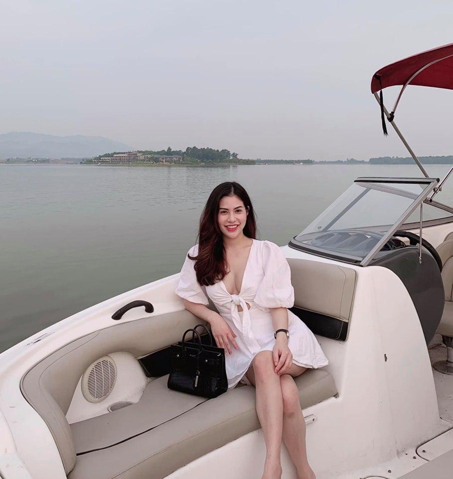 Việt Anh sau thẩm mĩ bị chỉ trích, vợ cũ chỉ cần 'chỉnh sửa' nhẹ lại được khen hết lời - Ảnh 3