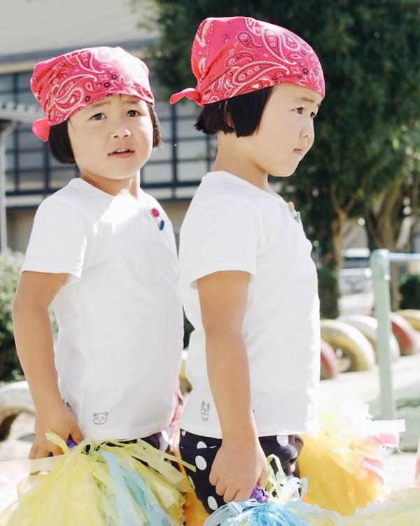 Sun và Moon - cặp song sinh tóc ngố, má phính đốn tim cư dân mạng với loạt ảnh đẹp long lanh - Ảnh 16