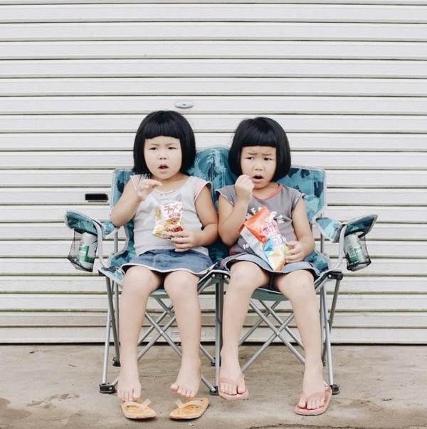 Sun và Moon - cặp song sinh tóc ngố, má phính đốn tim cư dân mạng với loạt ảnh đẹp long lanh - Ảnh 26