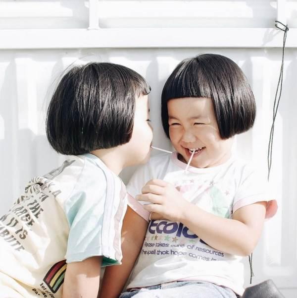 Sun và Moon - cặp song sinh tóc ngố, má phính đốn tim cư dân mạng với loạt ảnh đẹp long lanh - Ảnh 27