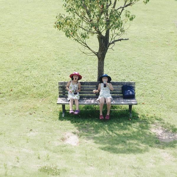 Sun và Moon - cặp song sinh tóc ngố, má phính đốn tim cư dân mạng với loạt ảnh đẹp long lanh - Ảnh 42