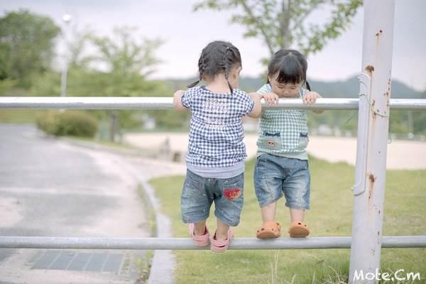 Sun và Moon - cặp song sinh tóc ngố, má phính đốn tim cư dân mạng với loạt ảnh đẹp long lanh - Ảnh 7