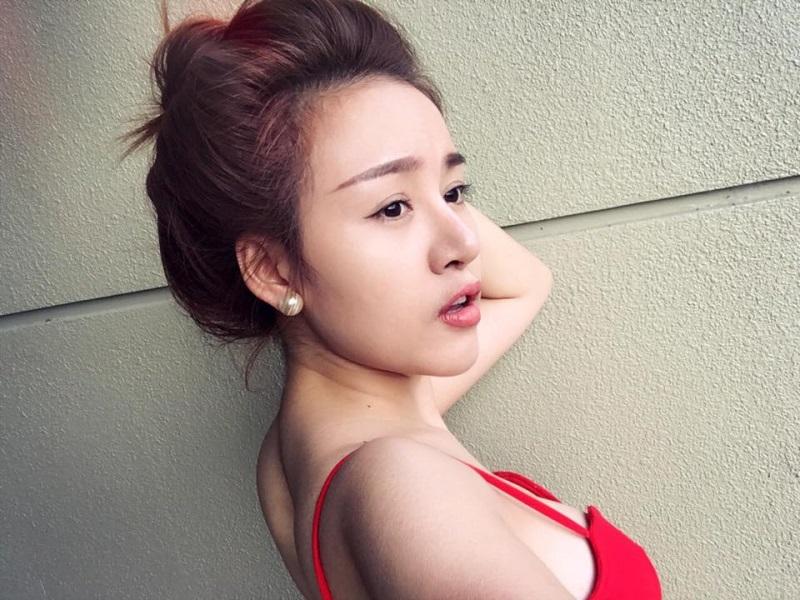 Bà Tưng hào hứng khoe bạn trai U40 'khỏe như voi' hơn hẳn trai 18 - Ảnh 1