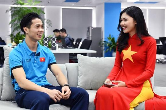 Á hậu Thanh Thanh Tú nói gì về hành động chống tay lên đùi thủ môn Bùi Tiến Dũng? - Ảnh 5