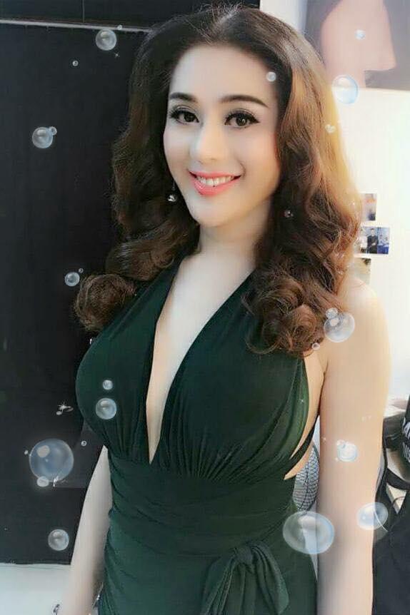 Lâm Khánh Chi xinh đẹp, quyến rũ 'quên tuổi' bên ông xã điển trai - Ảnh 10