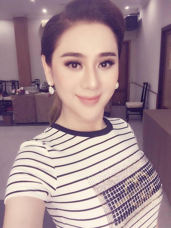 Lâm Khánh Chi xinh đẹp, quyến rũ 'quên tuổi' bên ông xã điển trai - Ảnh 6