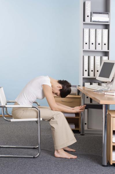 Cần gì uống thuốc, đây là bài tập giảm đau lưng nhanh chóng cho dân văn phòng - Ảnh 5