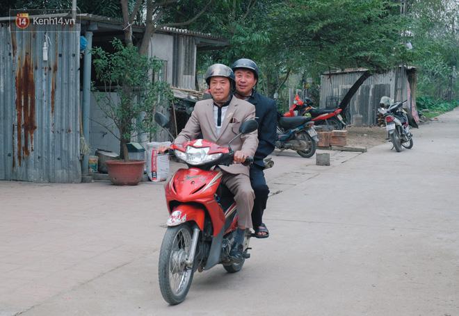Chuyện cụ ông 69 tuổi bắt xe ôm, xe buýt gần 100km đến nhà bố mẹ Quang Hải để tặng một món quà 'đặc biệt' - Ảnh 4