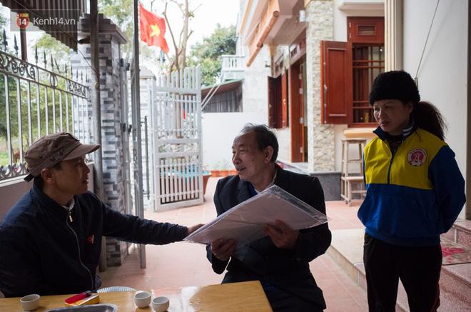 Chuyện cụ ông 69 tuổi bắt xe ôm, xe buýt gần 100km đến nhà bố mẹ Quang Hải để tặng một món quà 'đặc biệt' - Ảnh 5