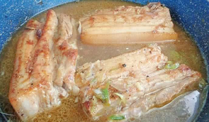 Cách làm thịt rim nước dừa cuốn bánh tráng siêu ngon cho mâm cơm ngày Tết thêm phong phú - Ảnh 4