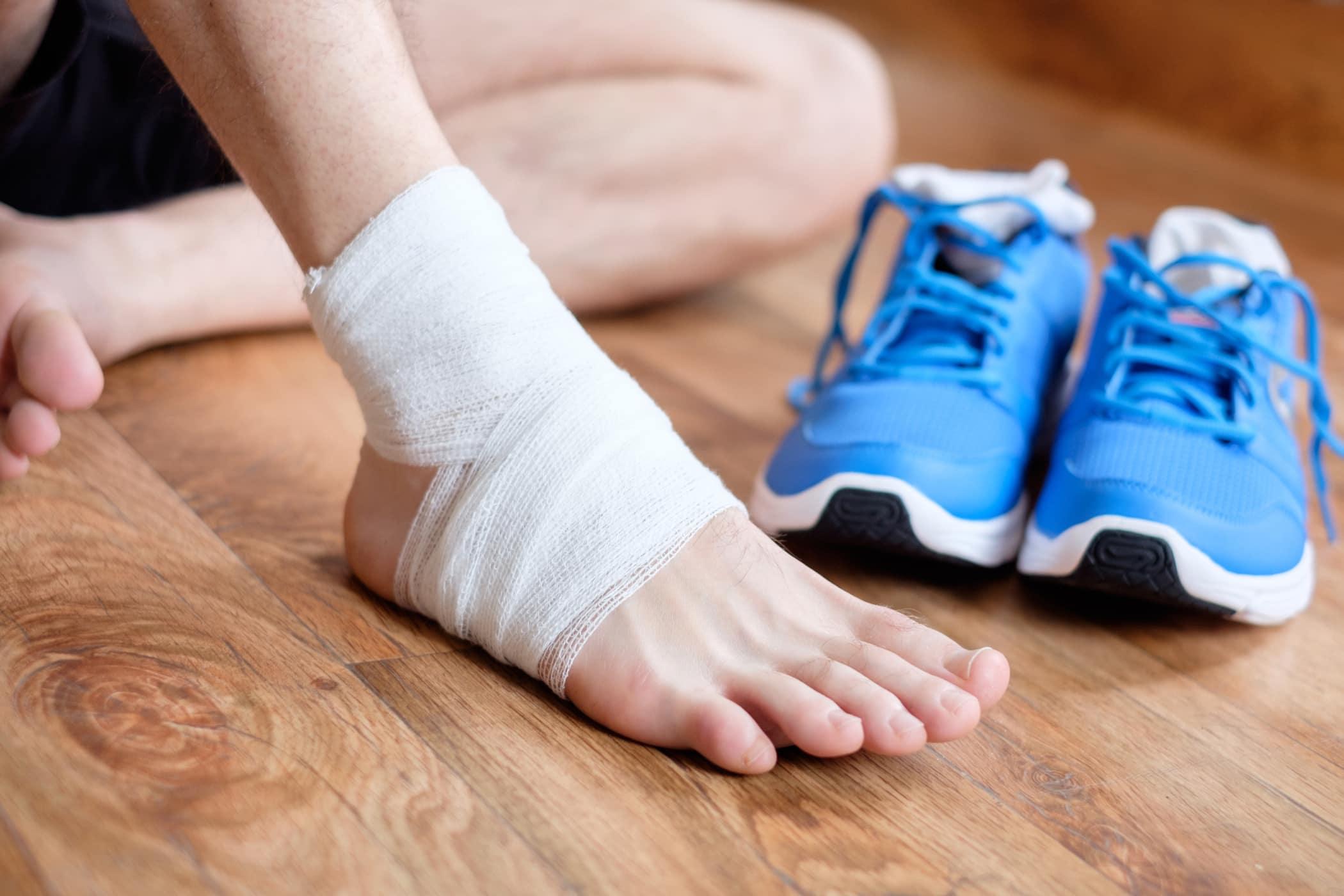 Cách sơ cứu bong gân đúng cách để tránh ảnh hưởng đến xương khớp sau này - Ảnh 3