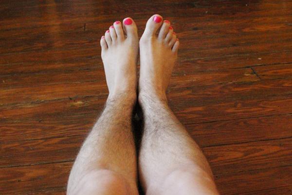 Cần gì đi spa, đây là cách triệt lông chân vĩnh viễn tại nhà bằng phương pháp dân gian