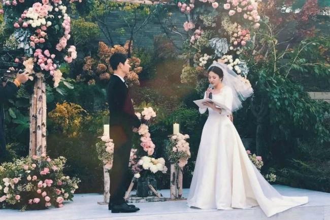 Tiết lộ hiếm hoi sau hôn lễ của Song - Song: Nguyên nhân khiến cô dâu bật khóc - Ảnh 1