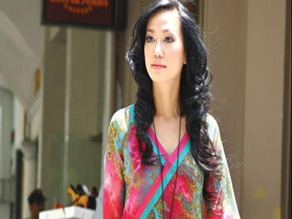 """Á hậu, diễn viên Kim Khánh: """"Nghệ sĩ đi show tỉnh, hay bị sờ soạng rất khổ"""""""