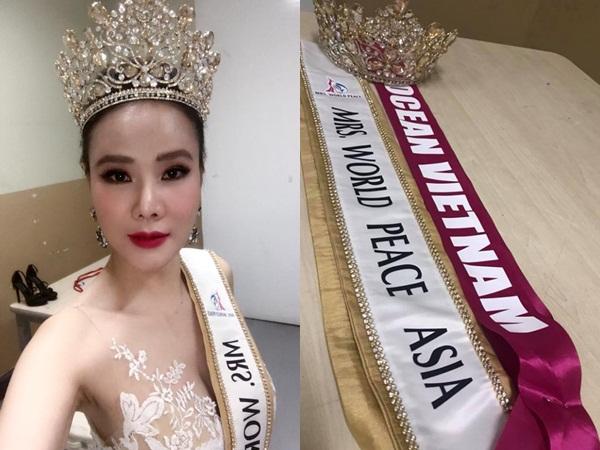 Bị 'ném đá' không biết tiếng Anh, Dương Yến Ngọc vẫn đăng quang Hoa hậu Quý bà Hòa bình châu Á 2017
