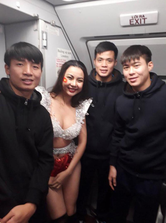 Lại Thanh Hương: 'Giấy tờ và trang phục bikini do Vietjet cung cấp' - Ảnh 2