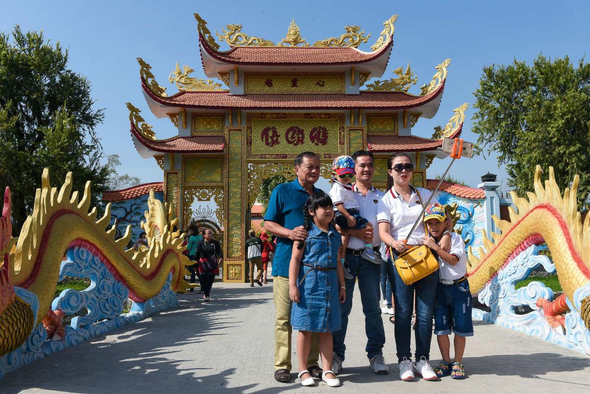 Tiết lộ lý do Hoài Linh không mở cửa đền thờ Tổ ngày Tết - Ảnh 2