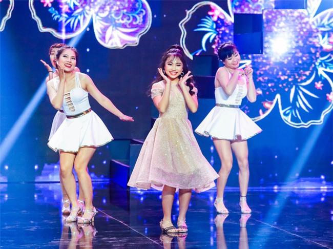 Phương Mỹ Chi diện váy áo người lớn nhảy điêu luyện trên sân khấu - Ảnh 1