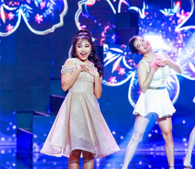 Phương Mỹ Chi diện váy áo người lớn nhảy điêu luyện trên sân khấu - Ảnh 2