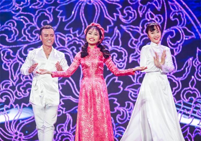 Phương Mỹ Chi diện váy áo người lớn nhảy điêu luyện trên sân khấu - Ảnh 5