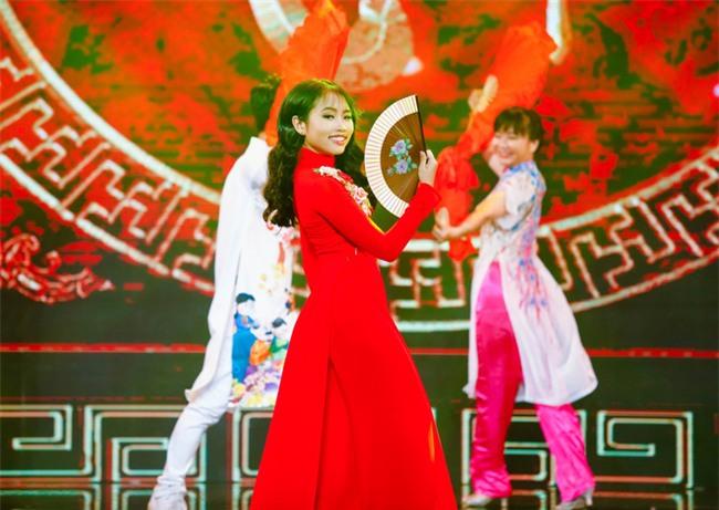 Phương Mỹ Chi diện váy áo người lớn nhảy điêu luyện trên sân khấu - Ảnh 8