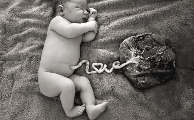 Phương pháp sinh thuận tự nhiên: Mẹ đừng giết con khi mới lọt lòng - Ảnh 1