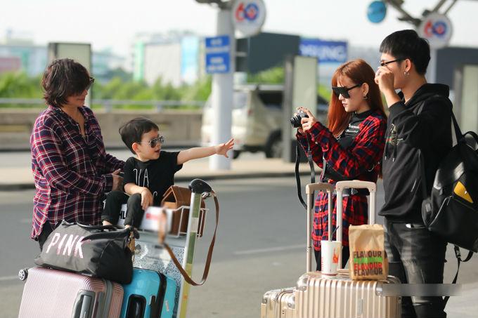 Con trai Thu Thủy chuẩn soái ca cùng mẹ và bà ngoại đi du lịch Malaysia - Ảnh 2
