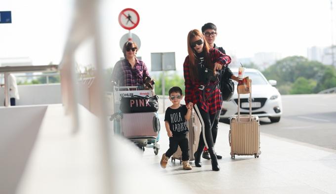 Con trai Thu Thủy chuẩn soái ca cùng mẹ và bà ngoại đi du lịch Malaysia - Ảnh 11