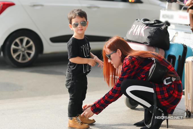 Con trai Thu Thủy chuẩn soái ca cùng mẹ và bà ngoại đi du lịch Malaysia - Ảnh 6
