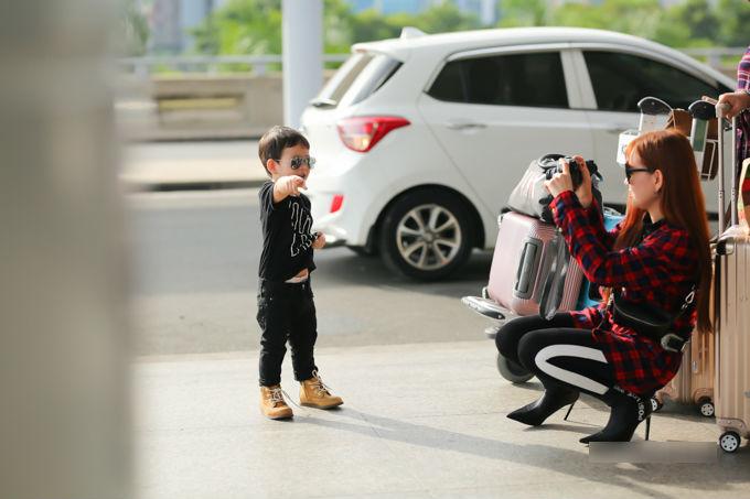 Con trai Thu Thủy chuẩn soái ca cùng mẹ và bà ngoại đi du lịch Malaysia - Ảnh 9