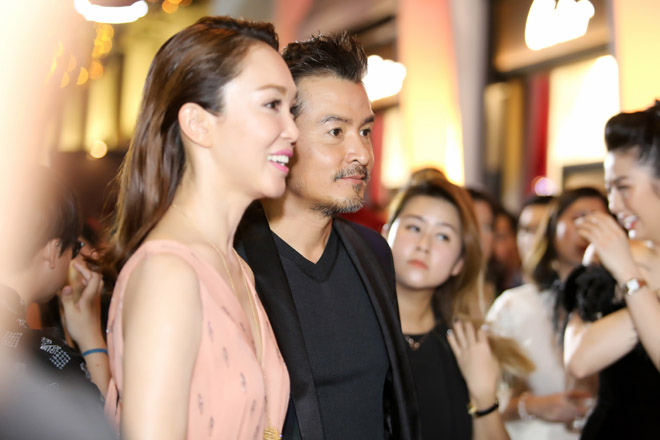 Đến Việt Nam, vợ chồng 'Thần điêu đại hiệp' trông xuống sắc ở tuổi U50 - Ảnh 1