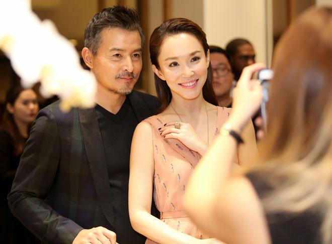 Đến Việt Nam, vợ chồng 'Thần điêu đại hiệp' trông xuống sắc ở tuổi U50 - Ảnh 2