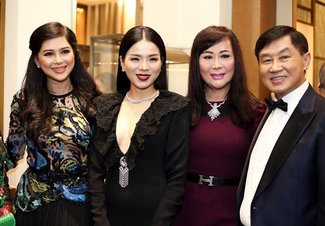 Đến Việt Nam, vợ chồng 'Thần điêu đại hiệp' trông xuống sắc ở tuổi U50 - Ảnh 8